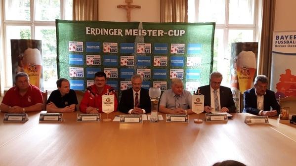 © Pressekonferenz und Auslosung der Gruppen in Nittenau