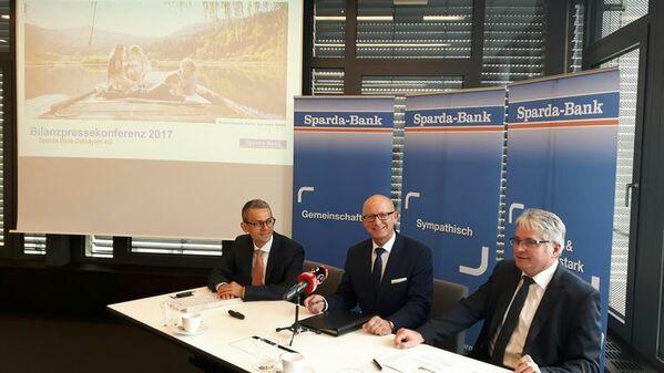 © v.l. Michael Gruber, Georg Thurner, Johannes Lechner, Vorstände Sparda-Bank