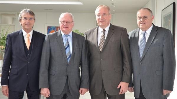 © von links: Rgeierungspräsident Bartelt, neuer Stellvertreter Liedke, Bezirkstagspräsident Löffler, 1. Stellvertr. Höher, Quelle: Bezirkstag
