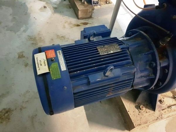 © Simone Seelos. Der Motor einer solchen Pumpe ist im Bulmare defekt.