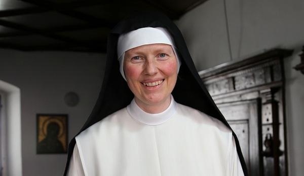 © Bistum Regensburg, Auch Schwester Benedikta steht am Austrittstelefon für Gespräche bereit