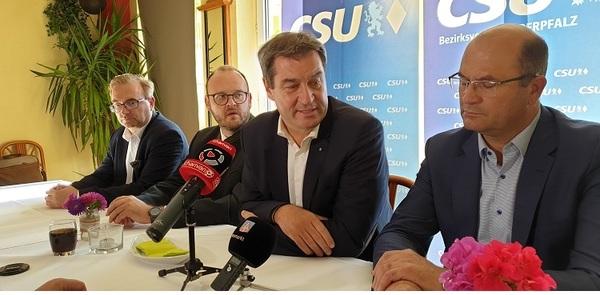 © v.r.: MInister Füracker, Ministerpräsident Söder, Andreas Meier Landrat Neustadt Waldnaab,MdL Alexander Flier