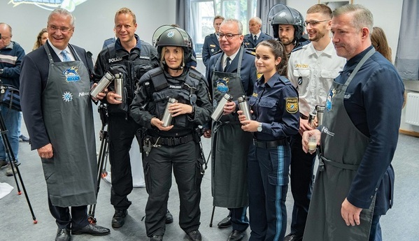 © Polizei, Einsatzkräfte testen den neuen Shake