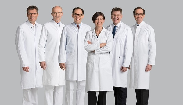© Die Ausgezeichneten (v.l.n.r.): Prof. Dr. Dr. Lukas Prantl, Prof. Dr. Alois Fürst, Prof. Dr. Maximilian Burger, PD Dr. Ute Germer, Prof. Dr. Bernhard Banas, Prof. Dr. Olaf Ortmann: altro – die Fotoagentur