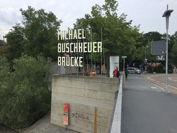 """© donumenta-Künstler Dušan Zahoranský liefert Diskussionsstoff für Regensburg. """"Michael Buschheuer Brücke""""  (Fotomontage Dušan Zahoranský)"""