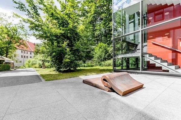 """© Marcus Rebmann; Skulptur """"Gegenbewegung"""" von Alf Lehner"""