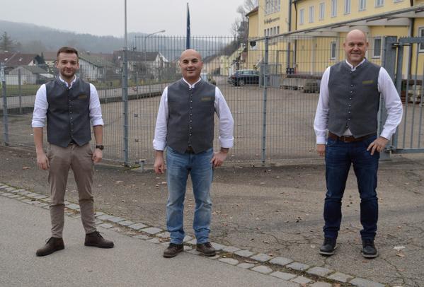 Geschäftsführer Jacob Horsch mit seinem Braumeister Soran Faraj und Vertriebsmitarbeiter Karl Döring, © De Bassus Schlossbrauerei Sandersdorf GmbH
