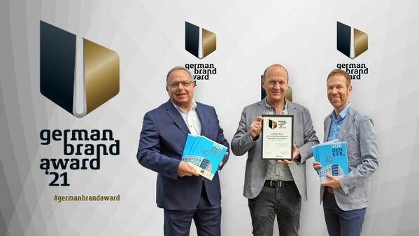 © Freuen sich über die Auszeichnung (v.Li.): Gewerbepark-Gesch#ftsführer Roland Seehofer, Hans Bauer (bauer.com) und der Leiter Unternehmenskommunikation Martin Angerer Foto: Meßmann