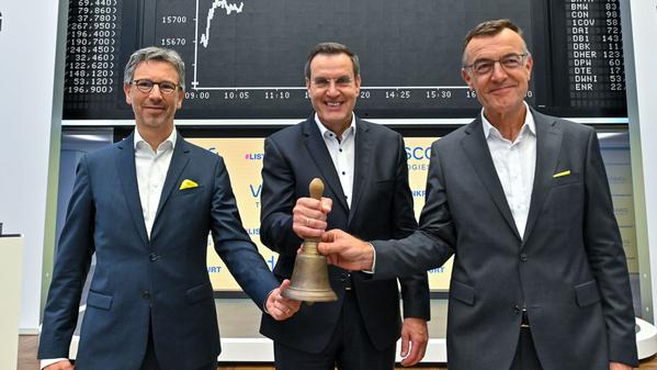© Erstnotiz Vitesco Technologies AG in Frankfurt: Andreas Wolf- CEO, Werner Volz -CFO, Ingo Holsteion CHRO,  ©Vitesco Technologies